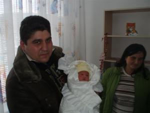 Щастливите родители - Димитър и Красимира Димитрови, за които Веселин е първородна рожба.